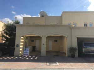 Large 3 Bedroom Villa for Sale in The Lakes